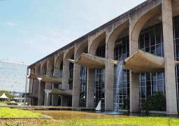 The main building of Brasilia's Ministry of Justice, designed by Oscar Niemeyer and landscaped by Roberto Burle Marx. I love the waterfalls on front facade. Both ends of the building are open with mature plants in the water feature.