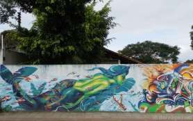 Florianópolis StreetArt: this mermaid is also part of the beach themed wall around a housing estate.