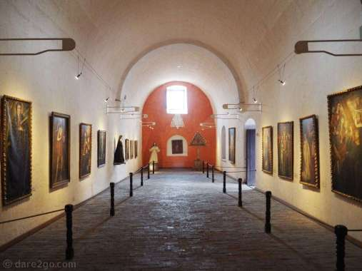 There are also several exhibitions of religious art inside the Santa Catalina convent.