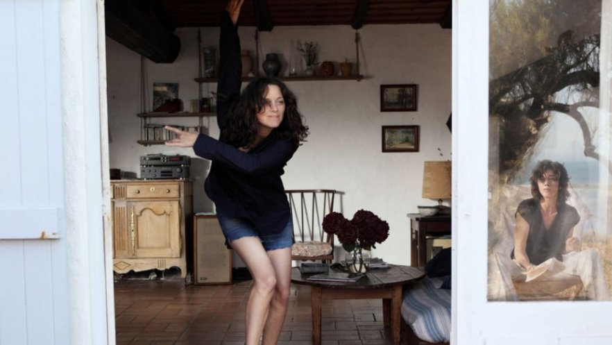 Marion Cotillard and Charlotte Gainsbourg in Ismael's Ghosts