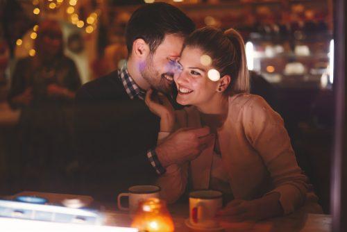 ほかの男性に心が揺れる…彼氏がいるけど「恋したい」と思う女子の本音