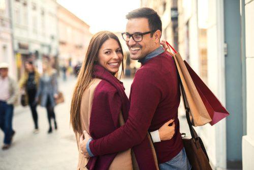 「彼氏が彼女のバッグを持つ」のが、正直ありがた迷惑な理由【女子の本音】