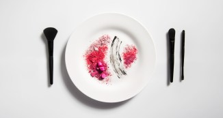 Red-Makeup-Plate-1