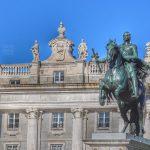 La Estatua en «Corveta» de Felipe IV que actualmente se encuentra frente al Palacio Real de Madrid