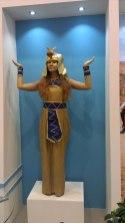 Живая статуя - Нефертити в посольстве Египта