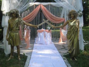 На свадьбу золотые живые статуи