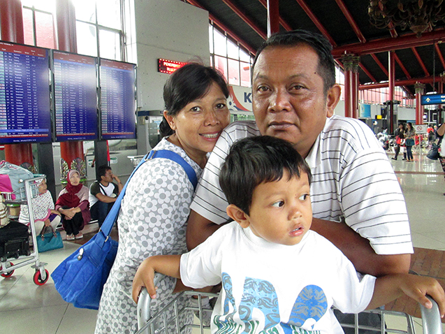 Ayah, Ibu dan si kecil, Randi.
