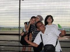 Indah, Alit, Ageung dan Ayah.