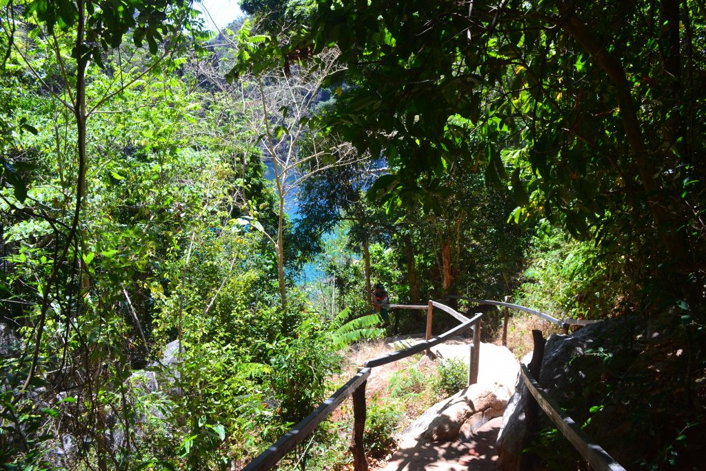 Kayangan Lake steps