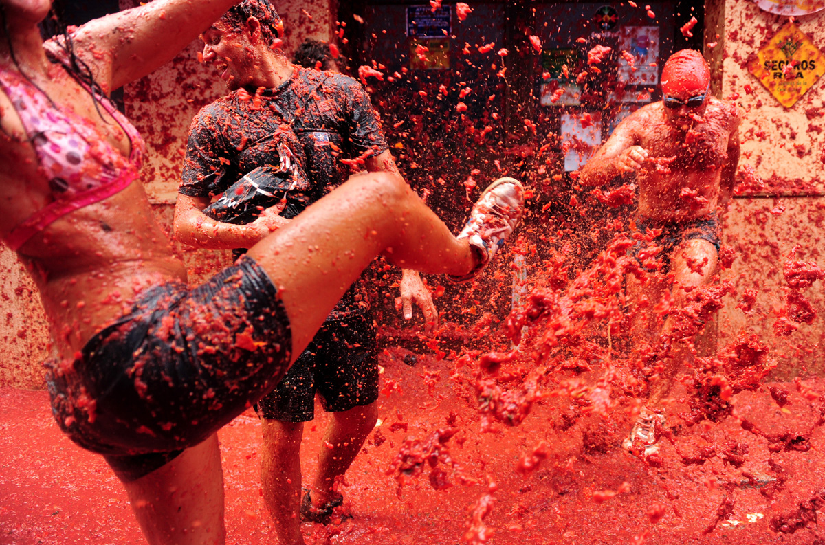 La Tomatina 20 000 People 130 Tons Of Tomatoes 1 Big Food Fight