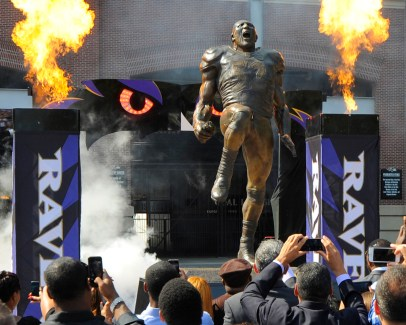 ray lewis nfl statue