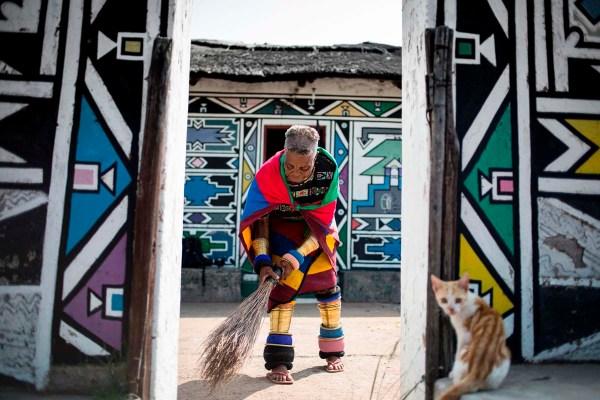 South African Artist Unveils Nelson Mandela-inspired Work