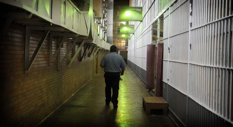 Подсобный рабочий прогулки уровня B на Южное крыло в Мэриленде дом коррекция, которая была закрыта пять лет назад, когда 842 заключенных были переведены в другие помещения.  (Barbara пикши Taylor / Baltimore Sun)