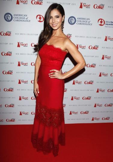 Актриса Розелин Санчес прибывает до Heart Truth Red Dress в коллекции показе мод в Нью-Йорке.  (Carlo Allegri / Reuters)