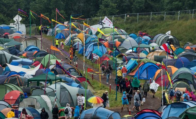 Общий вид лагеря, как дождь падает во время 1-й день фестиваля Гластонбери 2013 на достойном Farm 27 июня 2013 года в Гластонбери, Англия.  (Ian Gavan / Getty Images)