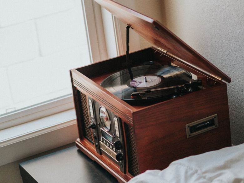 What is the difference between a record player and a turntable_