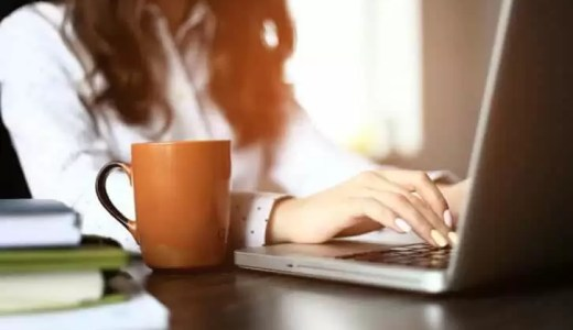 職場恋愛で女性が出す脈ありサイン5選|社内恋愛を成功させよう