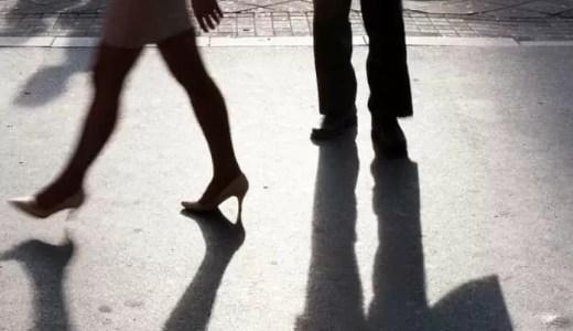 好きなのに避けるってどういうこと?「好き避け」する男女の心理5選