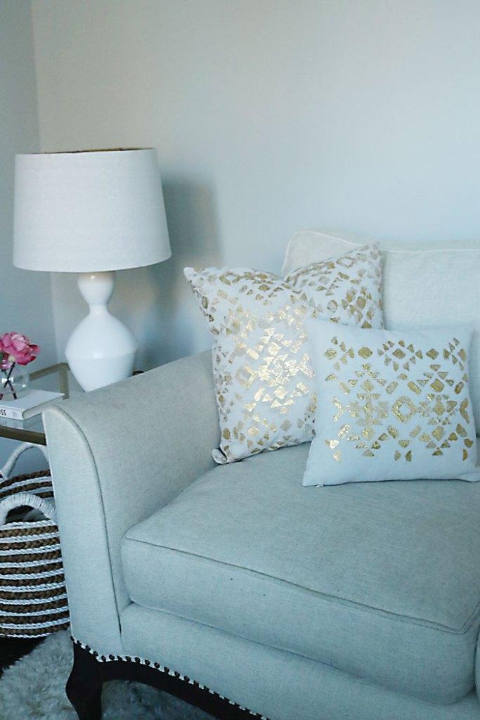 gold-foil-pillows-tutorial