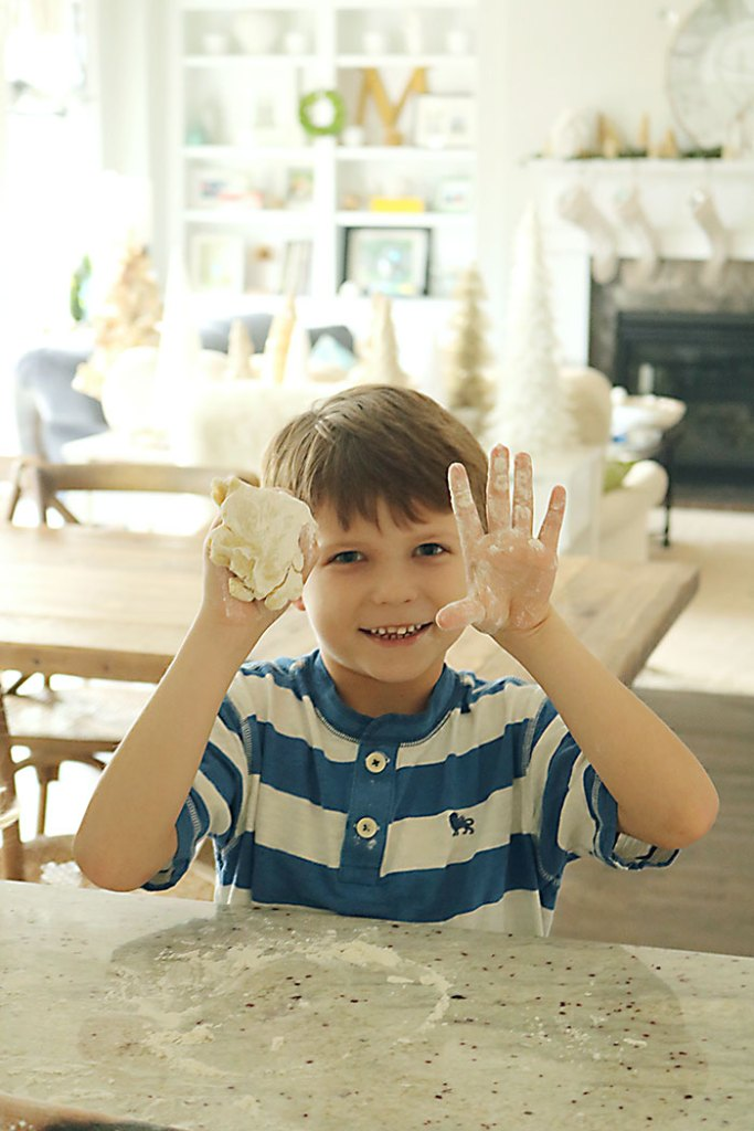 making-sugar-cookies-children2