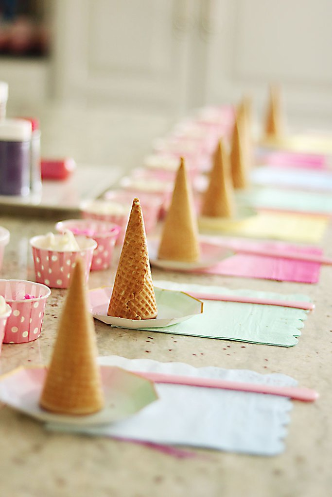 unicorn-birthday-party-decorating-sugar-cones