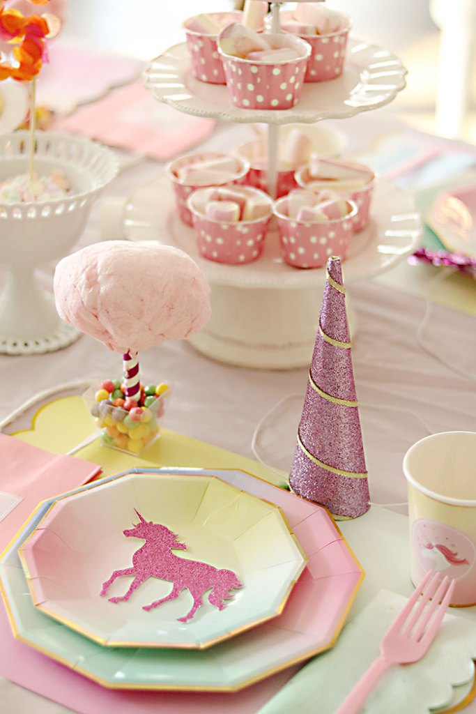 unicorn-birthday-party-table-setting-cotton-candy