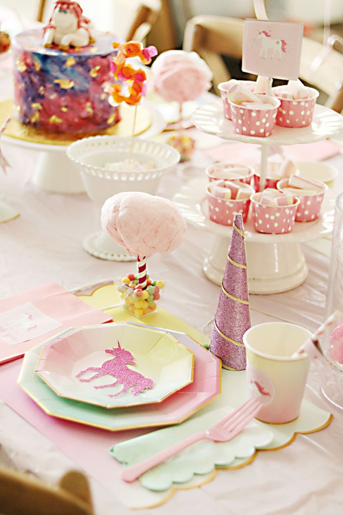 unicorn-birthday-party-table-setting