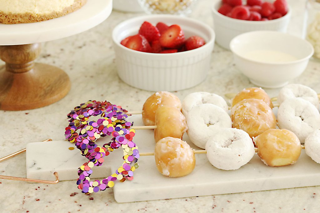 valentine-donut-skewers-with-heart
