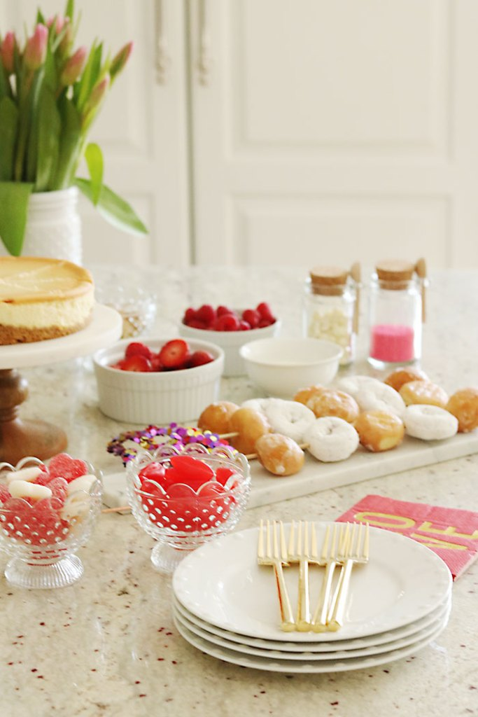 valentine-party-table-ware