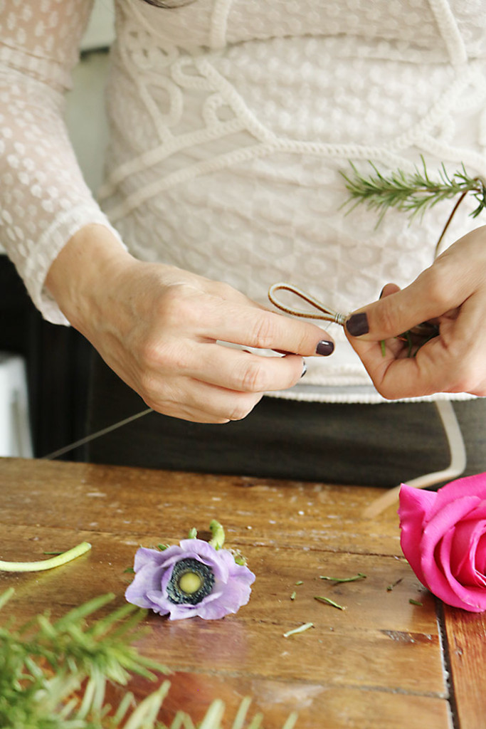 DIY-flower-crown-wrapping-ends