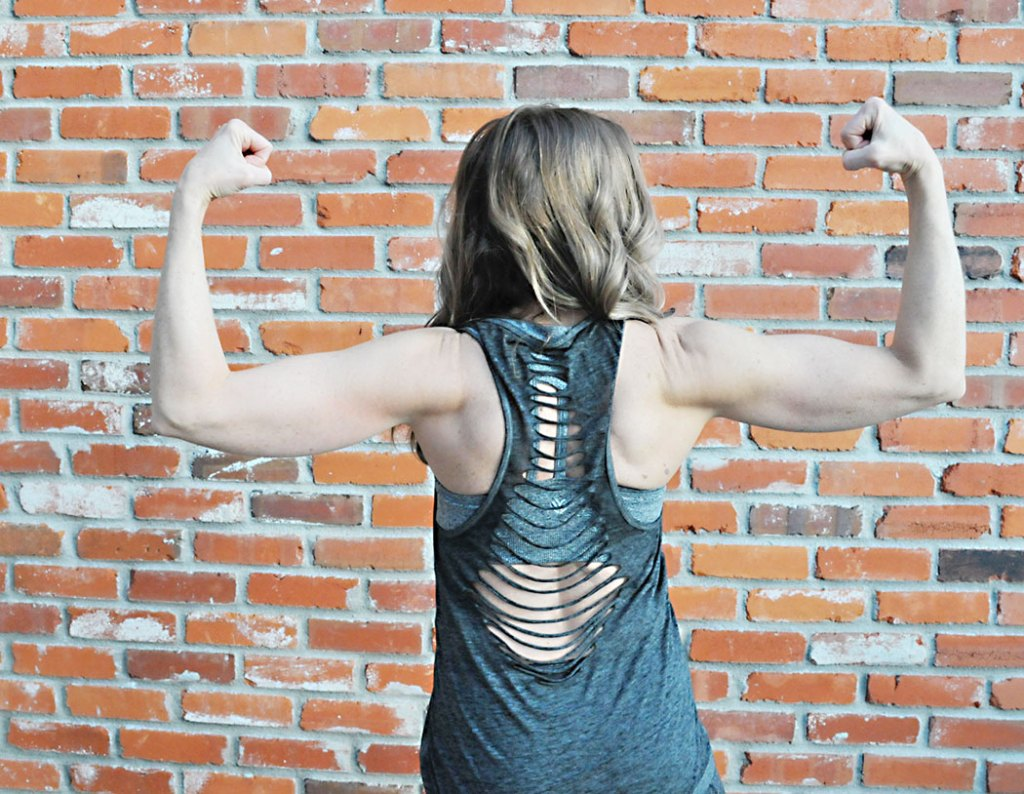 workout-fashion-trends-back-tanktop, cute stylish workout clothes, clothing ideas from fitmamaof6, nike, lululemon, budget, fashion,fitness inspiration