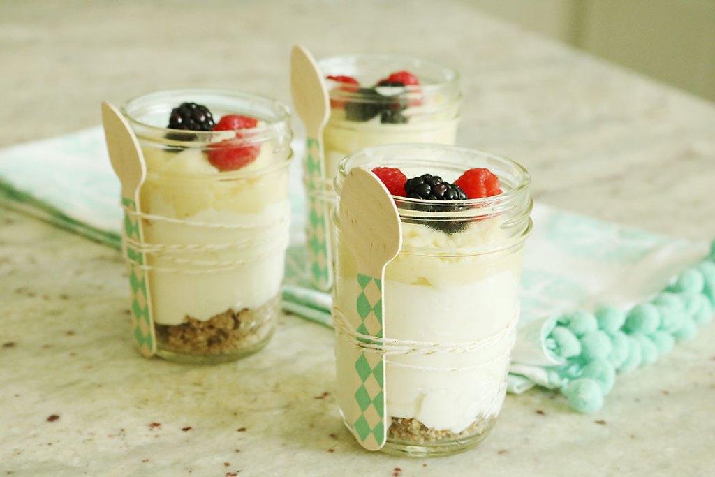 healthy-lemon-crude-cheesecake-jar