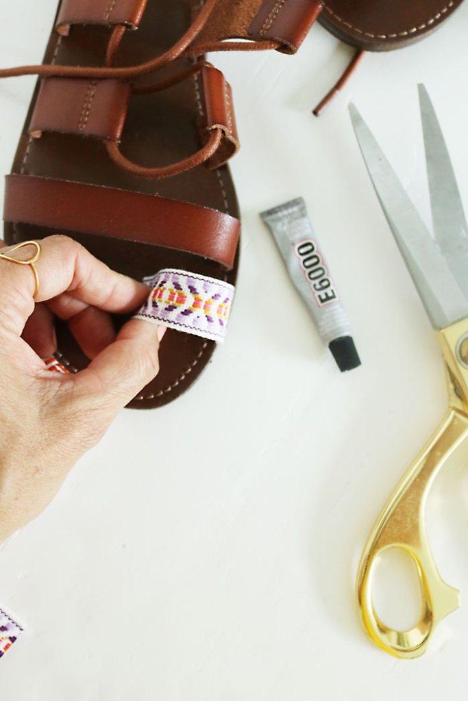 DIY-pom-pom-sandal-e6000-glue