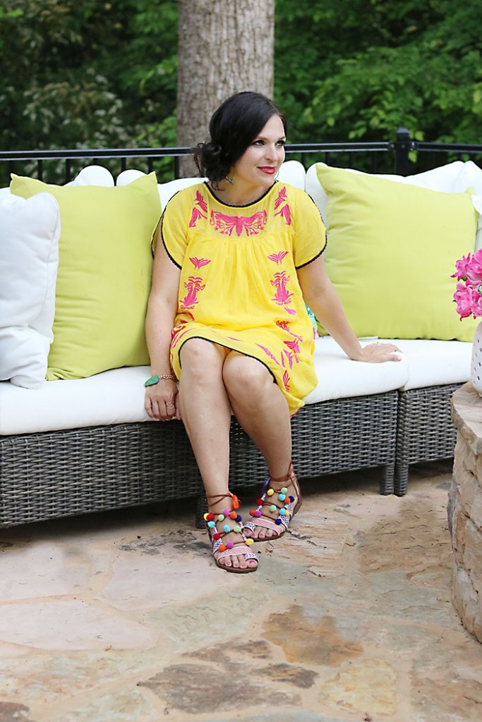 DIY-pom-pom-sandal-yellow-dress