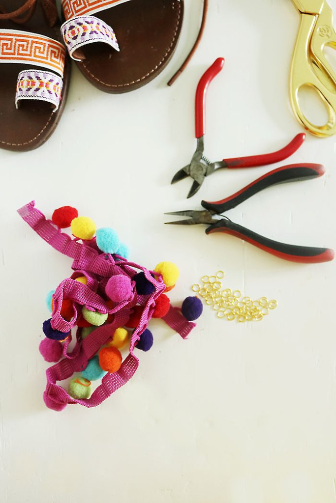 DIY-pom-pom-sandals-with-pom-pom-trim