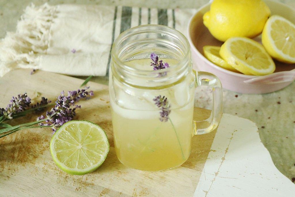 lavender-lemonade-with-lavender