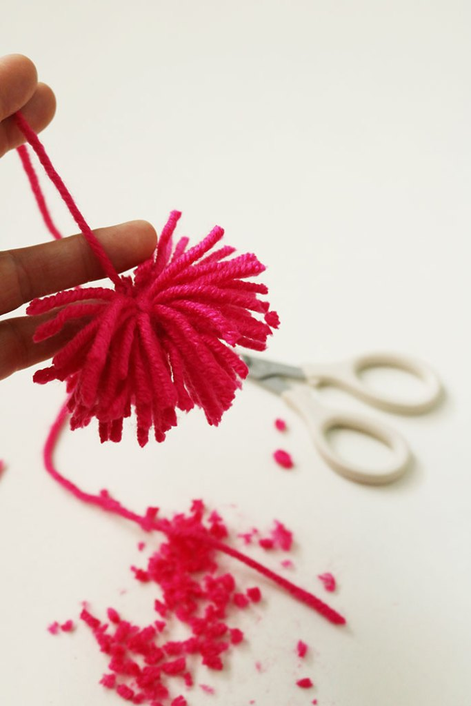 Diy Pom Pom Bag Darling Darleen A Lifestyle Design Blog