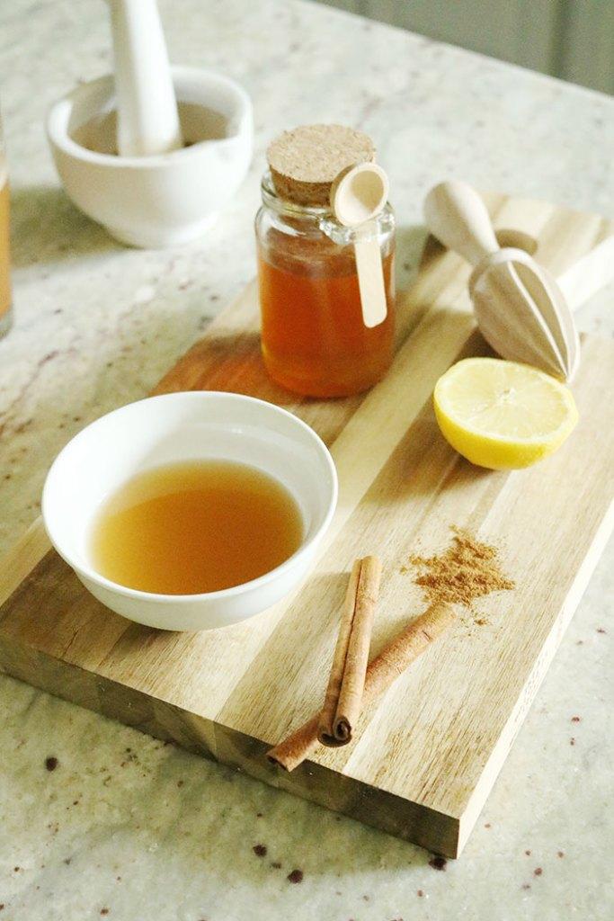 apple-cider-vinegar-lemon-honey-cinnamon