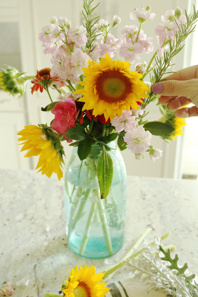 5-minute-flower-arrangement-with-twigs