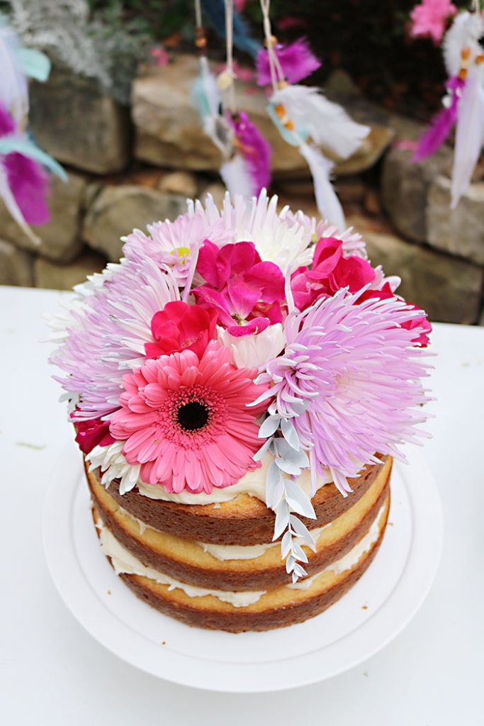 boho-naked-cake-with-fresh-flowers