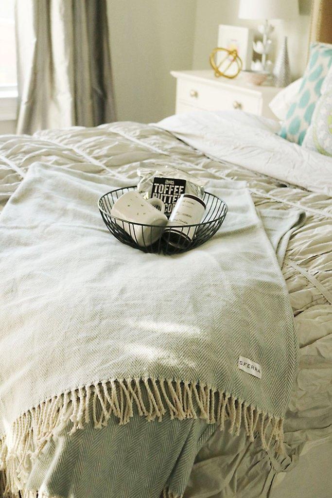 guest-bedroom-basket-and-blanket