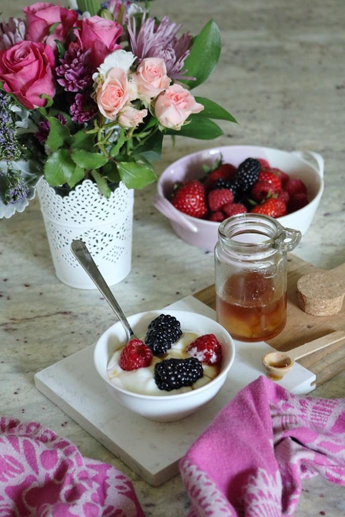 10 easy ways to stop sugar cravings, no sugar diet, no sugar, honey, stevia, cinnamon benefits, health benefits, whole 30 diet, dieting, healthy eatings, sugar crash