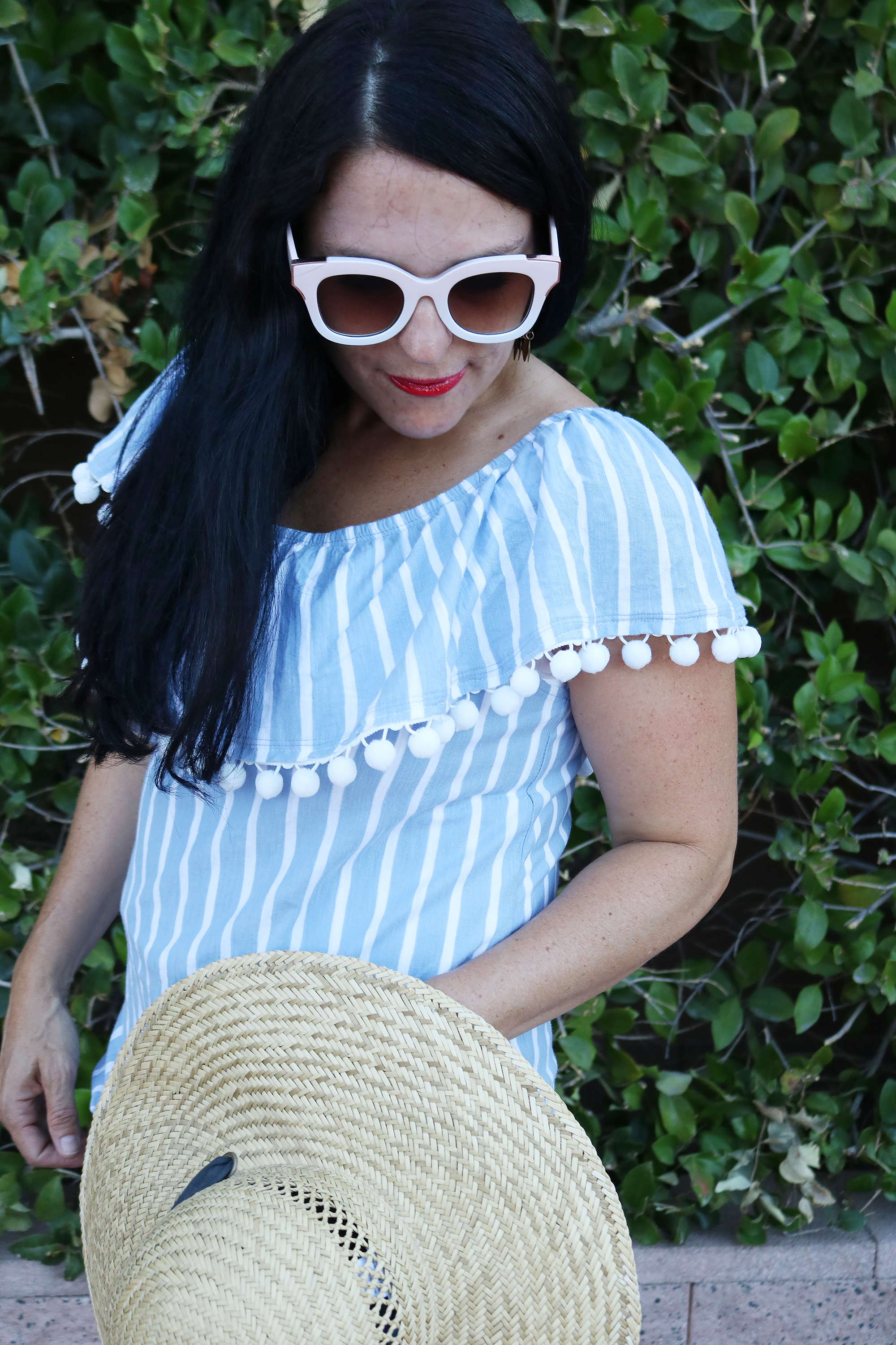 DIY Pom Pom Shirt for 4th of July || Darling Darleen #darlingdarleen #diy #pompomshirt #darleenmeier