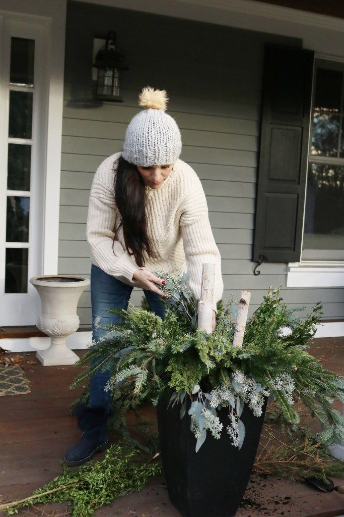 Easy to Make Outdoor Winter Planters with these step-by-step tutorial from Darling Darleen