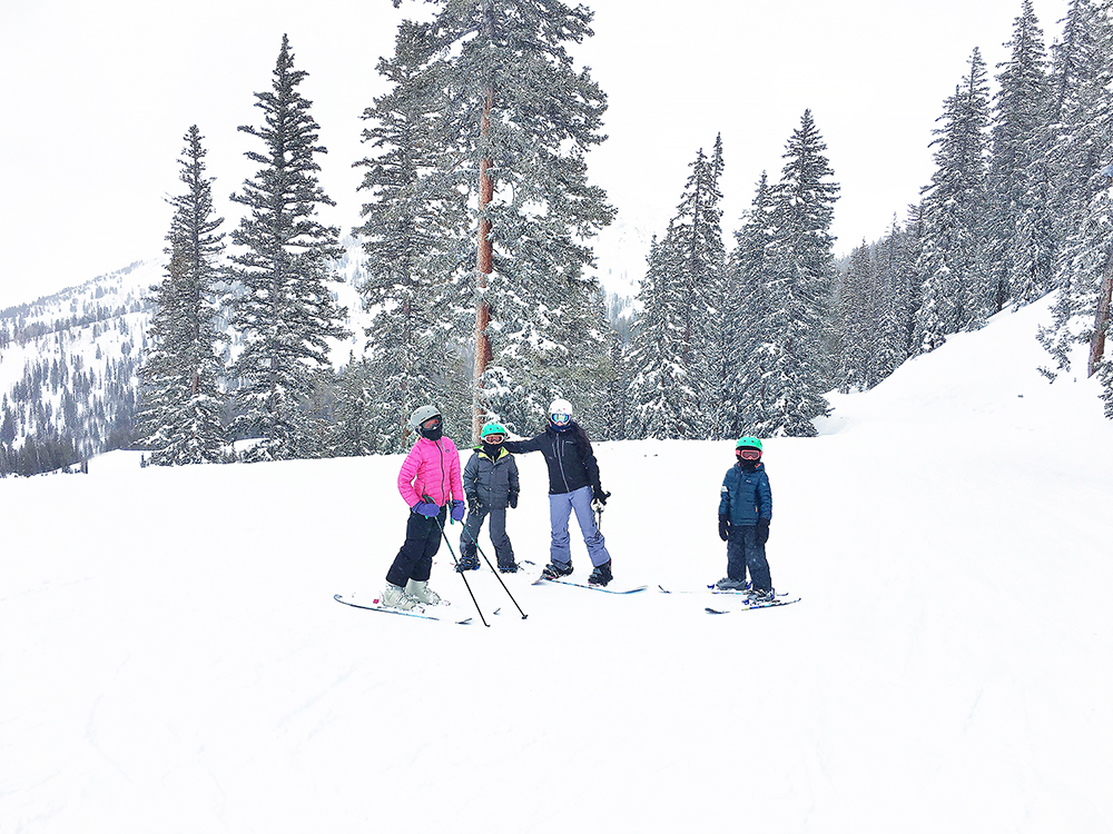 These Best Ski Gear for Kids will help you know what Gear to Buy and Rent this winter || Darling Darleen #skigear #kidsskigear