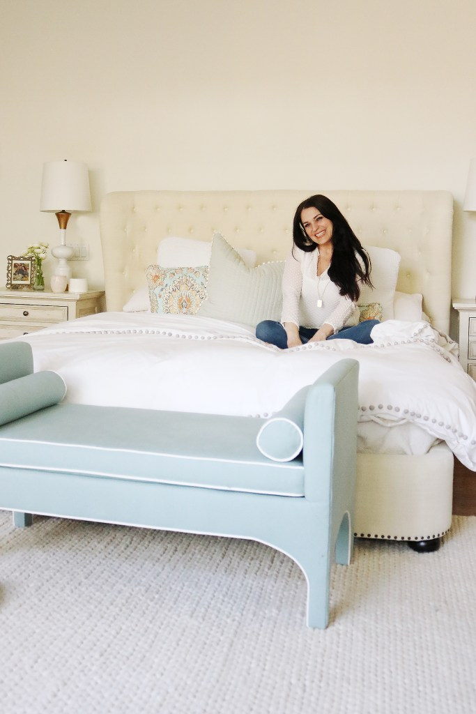 What to look for when shopping for the best and most comfortable bedding sheets   Bedding Sets Master Bedroom   Cozy and Soft and Luxury Bedding Sheets for queen or teen girls or master bedroom   Darling Darleen DarleenMeier.com #beddingsheets #beddingset
