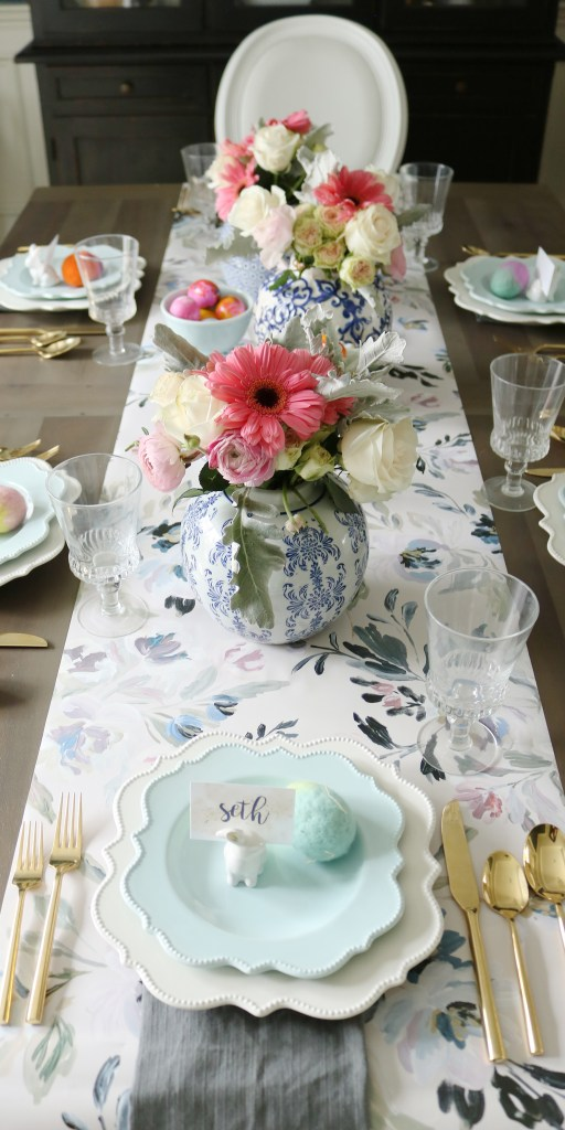 Easter table with floral Caitlin Wilson wallpaper table runner and ginger jars with spring flower || Darling Darleen #caitlinwilson #wallpaper