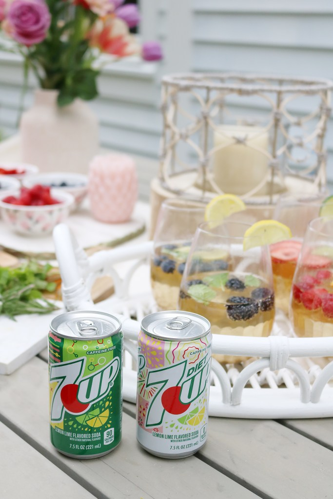 summer fruit drink recipes with 7UP, mixed fruit drink ideas with 7UP found at Krogers, summer backyard party ideas, mixing drink table for summer barbecue parties, 7UP drink mix ideas || Darling Darleen