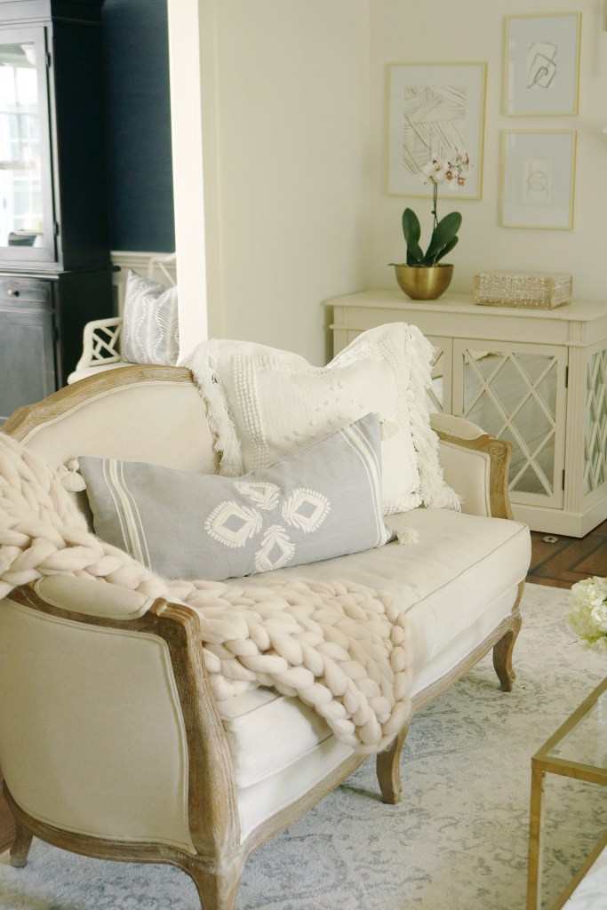 Step into Fall this year by creating a cozy home that is inviting yet neutral and simple in home decor.  Throw pillows, fragrant candles and warm blankets are just a few fall home decor items we choose along with these serena and lily throw pillows || Darling Darleen