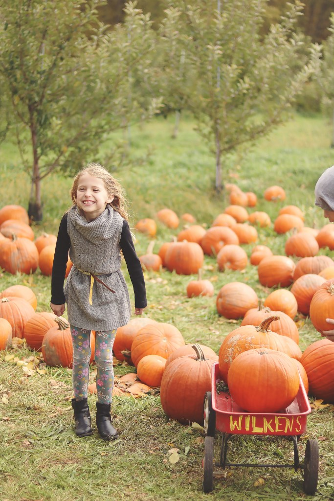 5 tips for Pumpkin Patch with Older Kids that will make it enjoyable and a lasting fall family tradition || Darling Darleen #pumpkinpatch